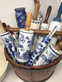 Vintage Wood and Ceramic Blue Willow Rolling Pin Source by harrelljd Blue Willow China, Blue And White China, Blue China, Blue Willow Decor, Blue And White Style, Chinoiserie, Blue And White Dinnerware, Xenia, Blue Dishes