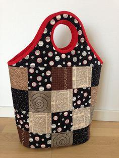 Sjov taske med inspiration her fra Pinterest. Er lavet med Soft and Stable og 100% håndquiltet:-)