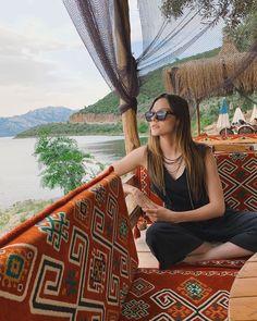 Alina Boz, Vogue Men, Wattpad, Grand Bazaar, Good Posture, Jewelry Model, Custom Jewelry Design, Turkish Actors, Beautiful Creatures