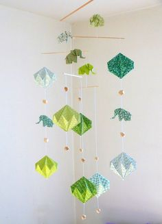 Mobiles for baby and Creations in Origami by mademoiselleorigami Oragami Mobile, Paper Mobile, Origami And Quilling, Diy Origami, Mobil Origami, Decor Crafts, Diy Crafts, Mobile Sculpture, Christmas Card Crafts