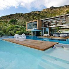 Piscine gigantesque http://www.elle.fr/Deco/Guide-shopping/Tous-les-guides-shopping/Les-piscines-de-reve-de-notre-ete-sur-Pinterest/ Casa Spa, Amazing Architecture, Interior Architecture, Building Architecture, Interior Design, Creative Architecture, Organic Architecture, Cool Swimming Pools, Cape Town