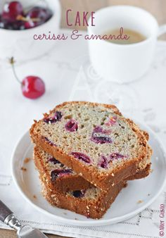 Alter Gusto   Cake aux cerises & amandes - Un Cake, No Cook Desserts, Seasonal Food, Afternoon Snacks, Cake Cookies, Scones, Tea Time, Banana Bread, French Toast