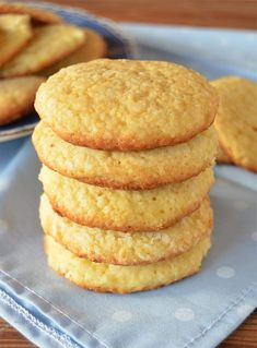 Orange and Coconut Cookies - tortas - Recetas Cookie Desserts, Cookie Recipes, Dessert Recipes, Pan Dulce, Rich Recipe, Coconut Cookies, Tasty, Yummy Food, Love Food