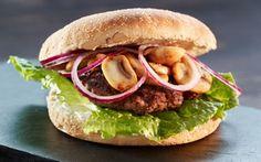 Burger med hakkebøf og ristede champignoner