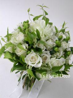 白グリーンのクラッチブーケ ys floral deco