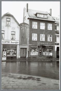 Stationsplein te Heerlen met het poortje dat toegang verschaft tot de synagoge, ca. 1955