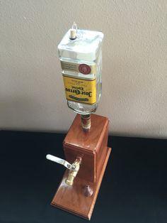 Dispensador de licor con botella por ManMadeForManCave en Etsy