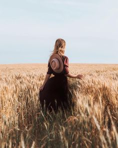 New Art Photography Women Natural Beauty Fields Ideas Art Photography Women, Artistic Photography, Portrait Photography, Fashion Photography, Beauty Photography, Creative Photography, Summer Photography, Adventure Photography, Foto Casual