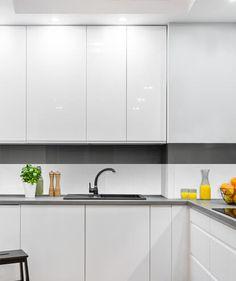 Carrelage Métro Blanco | Mural, adhésif | Smart Tiles Self Adhesive Backsplash, Peel N Stick Backsplash, Peel And Stick Tile, Stick On Tiles, Smart Tiles, Credence Adhesive, Meme Design, Decorative Wall Tiles, Retro Diner