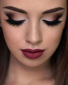 Rote Lippen, braune Augen, tolles Make-up. Rote Lippen, braune Augen, tolles Make-up . Cute Makeup, Gorgeous Makeup, Makeup Looks, Sweet 16 Makeup, Amazing Makeup, Flawless Makeup, Pretty Makeup, Smokey Eye Makeup, Eyeshadow Makeup