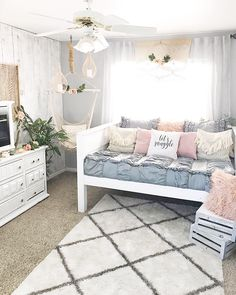 Room Ideas For Teen Girls Daybed - Room Girls Daybed Room, Room Inspiration, Cute Bedroom Ideas, Room Decor Bedroom, Room Makeover, Daybed Room, Room Ideas Bedroom, Bedroom Design, Small Bedroom