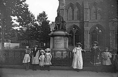 Local Girls pre 1900 in Albert Square Dundee City, Online Scrapbook, Local Girls, England Uk, Historical Photos, Old Photos, Roads, Scotland, Photographs