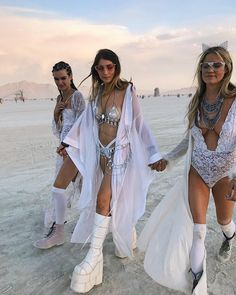 "661 Likes, 25 Comments - Jilli Joffe (@imjustjilli) on Instagram: ""how can you describe something completely indescribable? all I'll say is that #burningman was a…"""