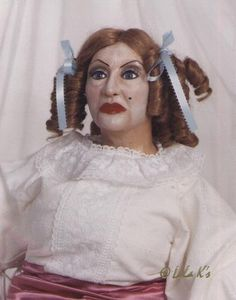 "Dreadful and Weird Dolls. Is this ""whatever happened to baby jane""? Surrender Dorothy, Horror Photos, Bette Davis Eyes, Betty Davis, Baby Jane, Halloween Doll, Living Dolls, Creepy Dolls, Film Stills"
