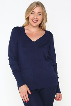 Navy pullover sweater, a fall staple. Curvy Girl Fashion, Young Fashion, Plus Size Fashion, Autumn Fashion, Plus Size Dresses, Nice Dresses, Dresses For Work, New Outfits, Chic Outfits