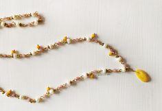 Lunga collana di perle e ambra gialla Beaded Bracelets, Earrings, Etsy, Jewelry, Ear Rings, Stud Earrings, Jewlery, Bijoux, Pearl Bracelets