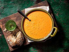 Kermainen tomaattikeitto Tomato Soup, Soup Recipes, Cantaloupe, Chili, Fruit, Dinner, Foodies, Tomato Soup Recipes, Chile