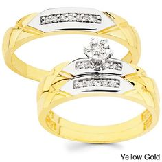 Show your love with the wedding and engagement rings in this white or yellow gold wedding ring set. The matching rings show that you belong together, and the sparkling rough-cut diamonds in them and the engagement ring are sure to draw attention.