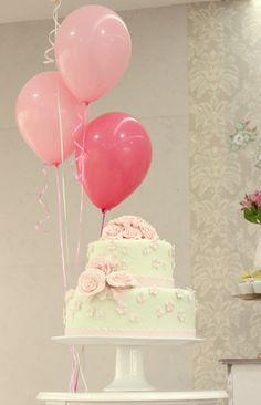 cha de bebê, baby shower, menina, girl, verde rosa e dourado, green pink and gold, baloes, balloons, cake, bolo.