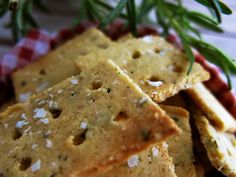 Antipastaa: Valkosipuli-rosmariini suolakeksit (gluteeniton, viljaton, sokeriton, maidoton, paleo, vähähiilihydraattinen)