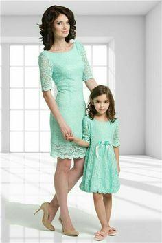 Resultado de imagem para mother and child matching outfits Mother Daughter Photos, Mother Daughter Matching Outfits, Mother Daughter Fashion, Mom Daughter, Daughters, Mom And Baby Outfits, Family Outfits, Kids Outfits, Fashion Kids