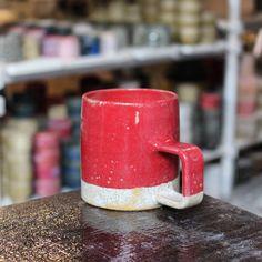 샘플머그~ . #artwork #pottery #ceramic #handcrafted #handmade #homedecor #tableware #instapottery #lifestyle #kinfolk #vintage #craft #design #living #interior #mug #cup #공예 #리빙 #디자인 #도자기 #인테리어 #라이프스타일 #핸드메이드 #clay #art #studio #color #kwonjaewoo #권재우