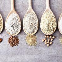 wooden spoons of various gluten free flour (almond flour amaranth seeds flour buckwheat flour rice flour chick peas flour) from top view Keto Flour, Low Carb Flour, Gluten Free Grains, Gluten Free Flour, Coconut Flour, Almond Flour, Almond Meal, Cereal Sin Gluten, Patisserie Sans Gluten