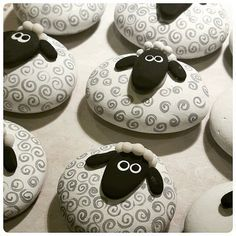 Symbol of 2015 year Sheep Lamb magnet Sheep Lamb by ArzuMusa - Rock art - Welcome Epoxy Stone Crafts, Rock Crafts, Arts And Crafts, Shaun The Sheep, Sheep And Lamb, Pebble Painting, Pebble Art, Lamb Craft, Sheep Crafts