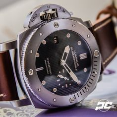 So much submersible goodness wrapped up in a Destro case. The #Panerai PAM569 47mm Titanium Destro Submersible with the slick hobnail dial. #PaneraiCentral