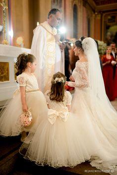 A noiva e suas daminhas de honra em seus vestidos lindos. Foto: Rejane Wolff