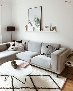 Hold updated with the most recent small living room decor a few ideas (chic modern). Discover great techniques for getting fashionable style even though you have a tiny living room. Small Apartment Living, Cozy Living Rooms, Living Room Interior, Home Living Room, Living Room Furniture, Living Room Designs, Living Room Decor, Bedroom Decor, Tiny Living