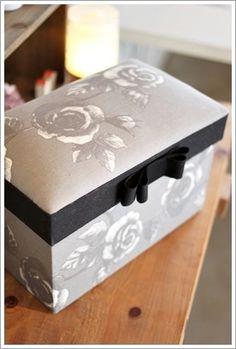 4人の方の素敵なCDボックス&引き出し付のメモ帳ボックスが完成しました☆ 同じ形でも生地次第で本当に雰囲気が変わりますね。 それを拝見するのがいつも楽...