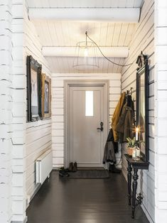 〚 One happy family's wooden cottage in Sweden 〛 ◾ Photos ◾Ideas◾ Design Wooden Cottage, Wooden House, French Apartment, Mountain Cottage, Dutch House, Internal Courtyard, Nordic Home, Concept Home, Cool Landscapes