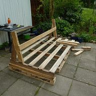 Making an outdoor sofa from pallets :: Hometalk