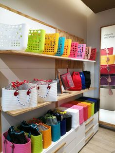 Green Suit, O Bag, Retail Design, Jewellery Display, Shibori, Storage Spaces, Diy Bags, Colours, Display Ideas