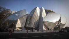 Les 12 «voiles» tout en transparence qui entourent le bâtiment sont composées de 3.600 panneaux de verre Saint-Gobain fabriqués en Italie, pour une surface totale de 13.500 m2.