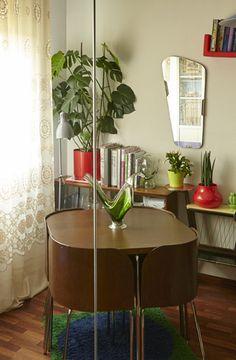 작은 집에 잘 어울리는 테이블과 의자 세트
