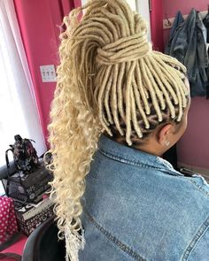 Best 26 Faux Locs with Marley Hair for This Year Dreadlocks Updo, Blonde Dreadlocks, Blonde Box Braids, Faux Locs Blonde, Faux Locs Curly Ends, Faux Locs Hairstyles, New Natural Hairstyles, African Braids Hairstyles, Ponytail Hairstyles