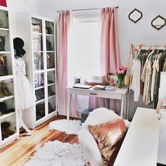 CLICK for ROOM TOUR