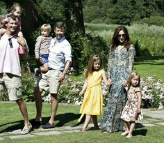 The Kronprinsfamily on holiday at Gråston Palace The summer photo session of the danish royal family today ( 24th July 2014 ) at Gråston Palace/ Gråsten Slott #danishmonarchy #danishroyalfamily #summerphotos #photosession #GråstonPalace #GråstenSlott #kronprinsfamily #kronprinsFrederik #kronprinsessanMary #crownPrinceFrederik #CrownPrincessMary #princeChristian #princessIsabella #princeVincent #princessJosephine
