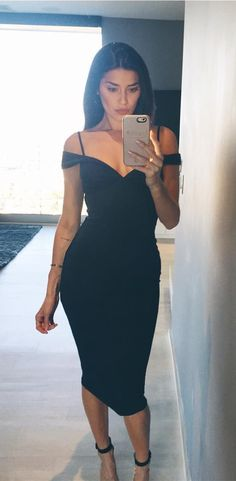 Find unique, vintage and handmade Best Sheath Off-the-Shoulder Tea-Length Black Homecoming Dress Homecoming Dresses in sevengrils Sheath Off-the-Shoulder Tea-Length Black Homecoming Dress Future Life, Cute Dresses, Short Dresses, Party Dresses, Dress Party, Elegant Dresses, Fashion Magazin, Trendy Summer Outfits, Perfect Little Black Dress