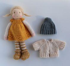 Niedliche kleine Tess! Tess ist ein wenig Waldorf Puppe aus in den Niederlanden von allen natürlichen Materialien gestrickt: Schweizer Baumwolle stricken Puppe Stoff, sauber kardiert, Wolle, ultrasoft Baumwolle, Eco und Fairtrade-Garn und eine gehäkelte Mohair-Perücke. Ihr Gesicht wird