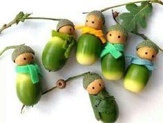 Eikelpoppetjes - gemaakt door Kristel van Vlijtig.blogspot.com. De Tutorial is hier te vinden: http://www.scribd.com/doc/38405340/Acorn-Doll