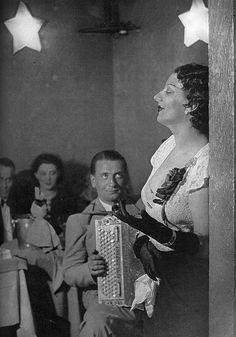 Brassai, Kiki de Montparnasse sings at the cabaret (1934)