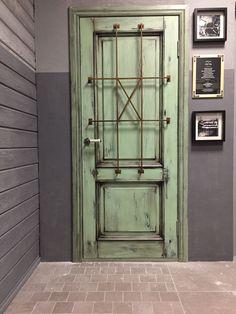 Межкомнатная дверь лофт в интерьере шоурума Doors brothers в Artplay в Москве.