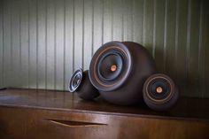 Our new Mapu 2.1 loudspeaker with Avellano wood tips and leather finishing. More information: http://mapuguaquen.com