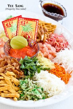 Usher in the Chinese New Year with this colorful Yee Sang (Prosperity Toss Salad). It is a fun and tasty salad symbolizing abundance, prosperity, and vigor. Chinese New Year Dishes, Chinese Food, Envelopes, Ginger Salmon, Asian Recipes, Ethnic Recipes, Asian Foods, New Year's Food, Malaysian Food