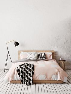 Scandi Candy by Country Road / Blog La petite fabrique de rêves // Bedroom - wood - white floor - colour (pink) - pattern - light - pillows - duvet