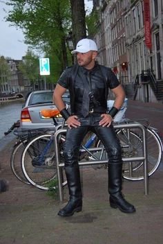 Ready for action: Amsterdam leather style. Leather Fashion, Leather Men, Leather Boots, Mens Fashion, Men Boots, Tight Leather Pants, Leather Trousers, Men In Uniform, Sexy Men