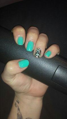 Ongles turquoise avec deco pronails